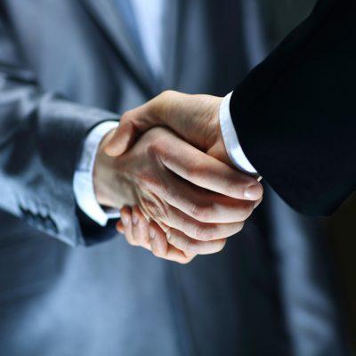 Business-handshake-contract